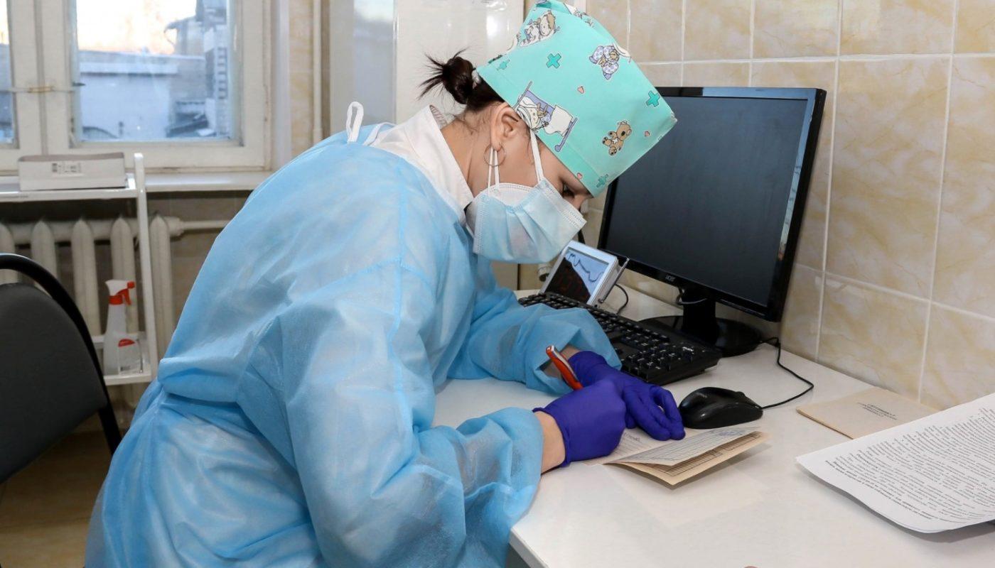 Какой вакциной прививают от коронавируса в поликлиниках Москвы?