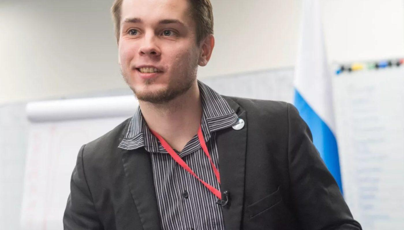 Бывший глава штаба Навального в Москве пытается добиться открытия избирательного счёта через суд