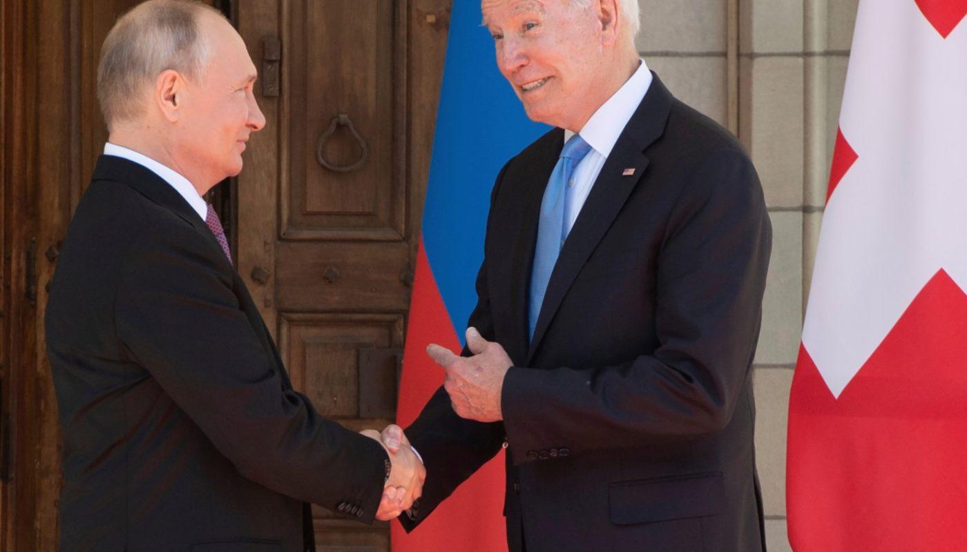 Байден или Путин: кто круче? Сравниваем двух президентов.