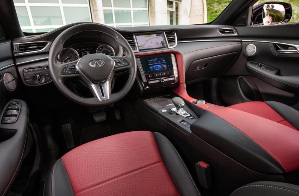 Infiniti объявила цены на новый кроссовер-купе QX55. Автомобиль появится в России осенью 2021 года.