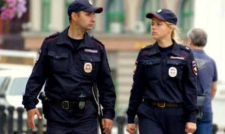 Как проверяют людей на карантине по коронавирусу дома в Москве?