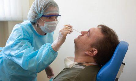 Москвичам без антител прекратят оказывать плановую медицинскую помощь